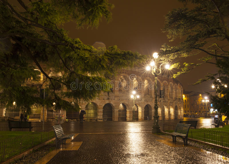 Χώρος Βερόνα νύχτας στοκ φωτογραφία