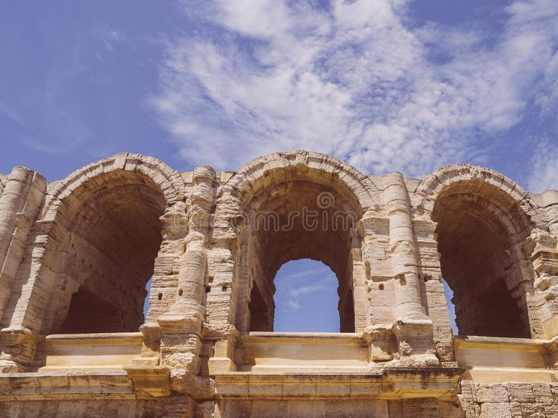 Χώρος και ρωμαϊκό αμφιθέατρο, Arles, Προβηγκία, Γαλλία στοκ φωτογραφία με δικαίωμα ελεύθερης χρήσης