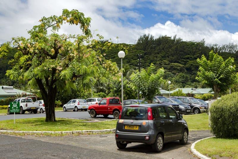 Χώρος στάθμευσης αυτοκινήτων κοντά στον αερολιμένα της Ταϊτή στοκ φωτογραφία με δικαίωμα ελεύθερης χρήσης