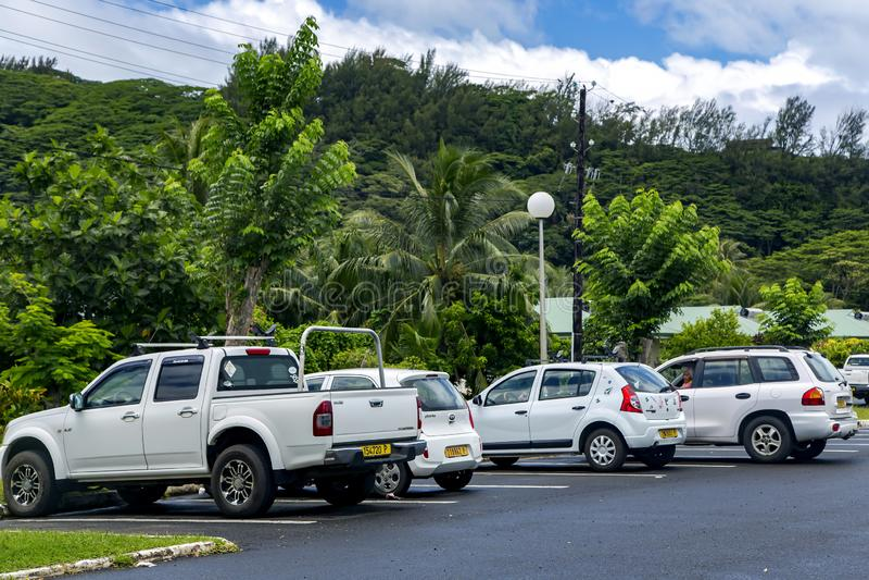 Χώρος στάθμευσης αυτοκινήτων κοντά στον αερολιμένα της Ταϊτή στοκ εικόνες