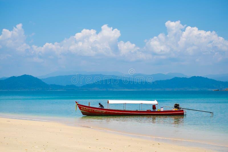 2019-04-17 χώρος στάθμευσης βαρκών τουριστών στη θάλασσα στο νησί της Ιαπωνίας στην επαρχία Ranong, Ταϊλάνδη στοκ φωτογραφίες με δικαίωμα ελεύθερης χρήσης