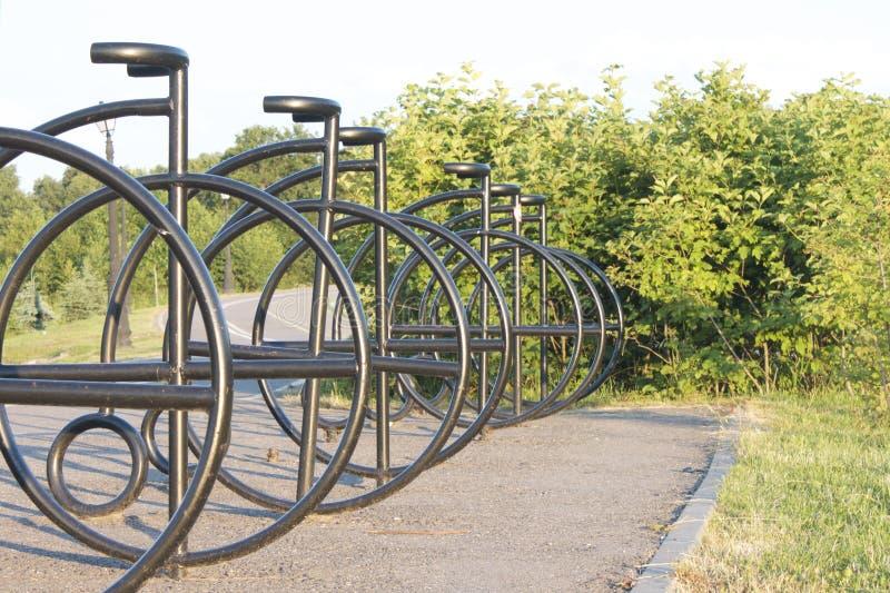 Χώρος στάθμευσης για τα ποδήλατα στην πορεία ποδηλάτων στοκ φωτογραφία