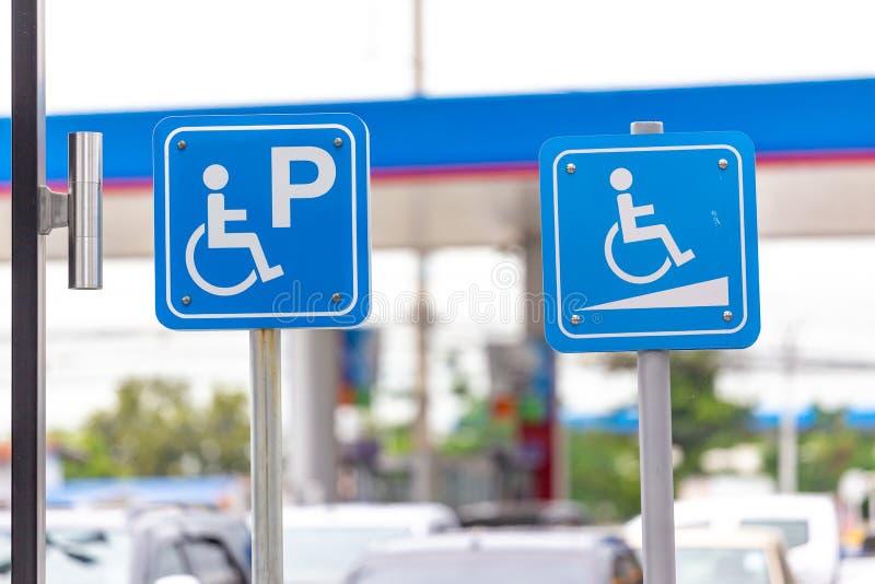 Χώρος στάθμευσης για τους φιλοξενουμένους με ειδικές ανάγκες στοκ εικόνα με δικαίωμα ελεύθερης χρήσης