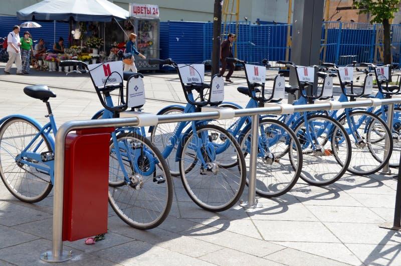 Χώρος στάθμευσης ποδηλάτων στη Αγία Πετρούπολη στοκ εικόνες