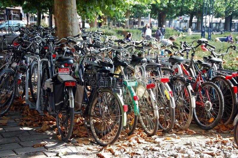 Χώρος στάθμευσης ποδηλάτων στη Μπρυζ στοκ φωτογραφία με δικαίωμα ελεύθερης χρήσης