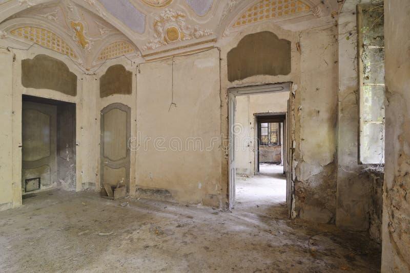 χώρος φωτογραφιών 9 εγκαταλειμμένος διαφορετικός εκθέσεων hdr γίνοντας παλαιός στοκ φωτογραφία