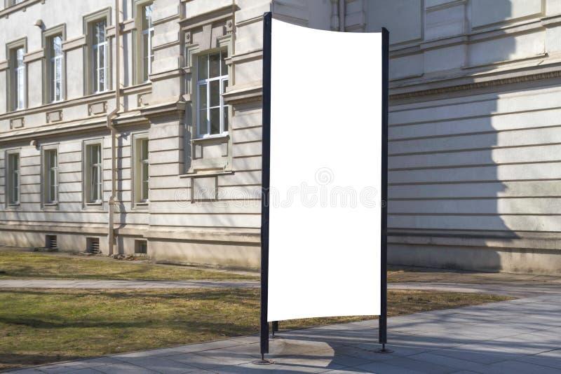Χλεύη επάνω Κενός πίνακας διαφημίσεων υπαίθρια, υπαίθρια διαφήμιση, πίνακας δημόσια πληροφορίας, στάση πινακίδων στην πόλη στοκ φωτογραφίες