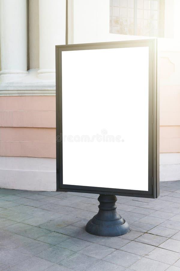 Χλεύη επάνω Κενός πίνακας διαφημίσεων υπαίθρια, υπαίθρια διαφήμιση, πίνακας δημόσια πληροφορίας στην πόλη στοκ εικόνα με δικαίωμα ελεύθερης χρήσης