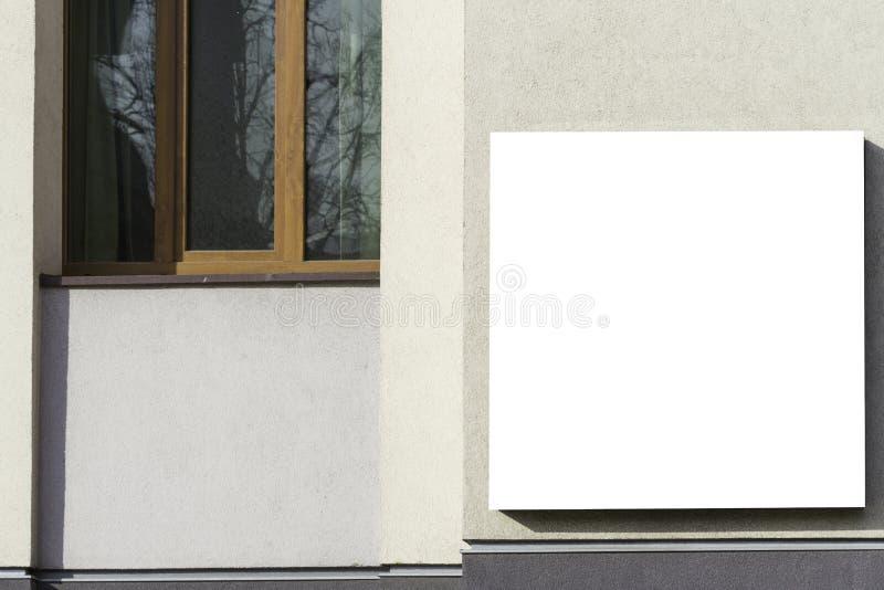 Χλεύη επάνω Κενός πίνακας διαφημίσεων υπαίθρια, υπαίθρια διαφήμιση στον τοίχο ενός τοίχου οικοδόμησης στοκ φωτογραφία με δικαίωμα ελεύθερης χρήσης