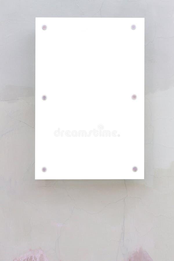Χλεύη επάνω Κενός πίνακας διαφημίσεων υπαίθρια, υπαίθρια διαφήμιση, πίνακας δημόσια πληροφορίας στον παλαιό τοίχο στοκ φωτογραφία με δικαίωμα ελεύθερης χρήσης