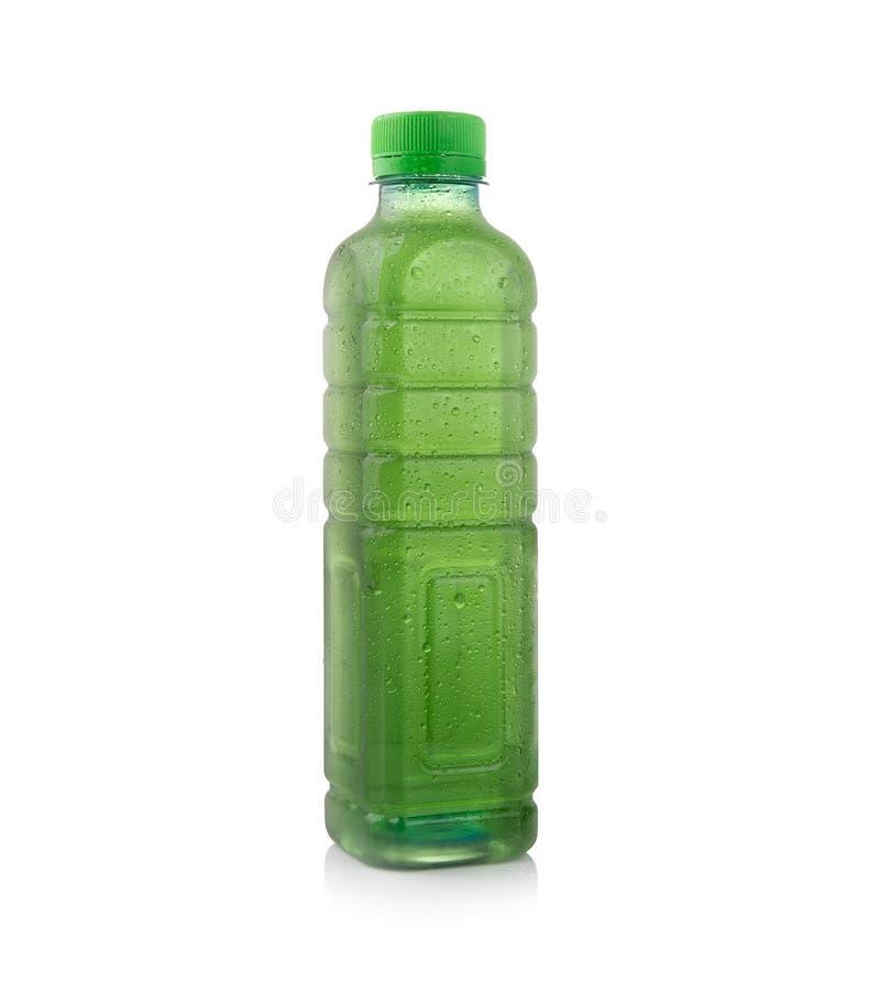 Χλωροφύλλη μπουκαλιών νερό που απομονώνεται στο άσπρο υπόβαθρο στοκ εικόνα