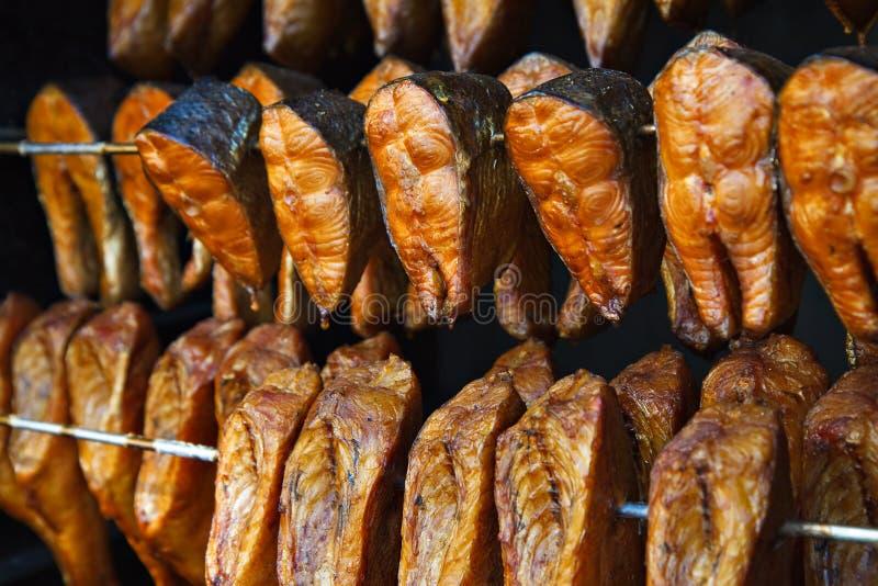 ψάρια που καπνίζονται στοκ εικόνες