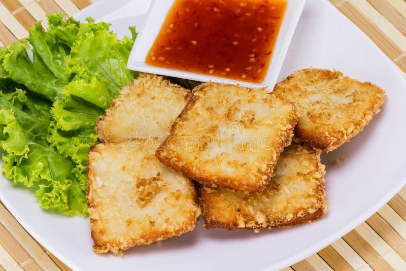 Ψάρια που τηγανίζονται με το λαχανικό στοκ φωτογραφία