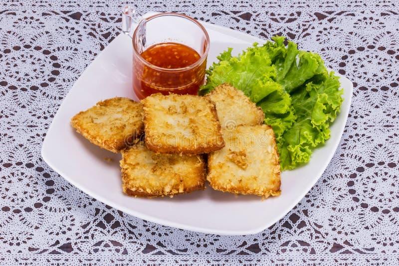 Ψάρια που τηγανίζονται με το λαχανικό στοκ εικόνα