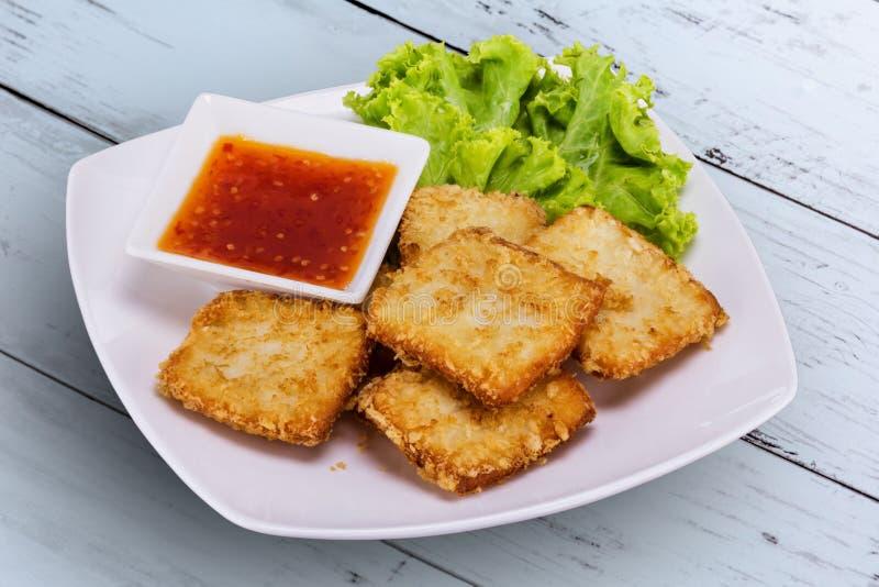 Ψάρια που τηγανίζονται με το λαχανικό στοκ εικόνα με δικαίωμα ελεύθερης χρήσης