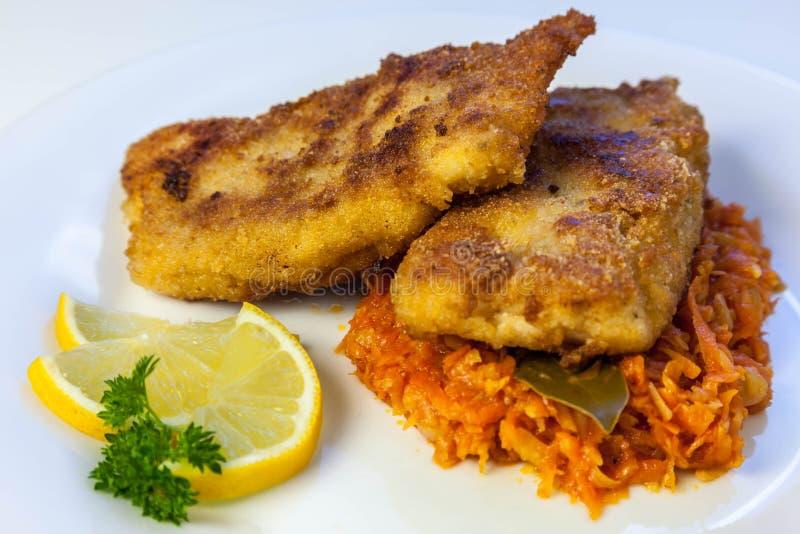 ψάρια στα ελληνικά, βακαλάος με τα λαχανικά στοκ φωτογραφία