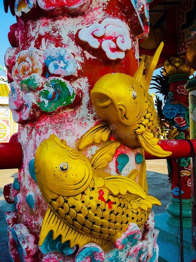 Ψάρια χρυσά στο ναό ραχών στοκ φωτογραφία με δικαίωμα ελεύθερης χρήσης
