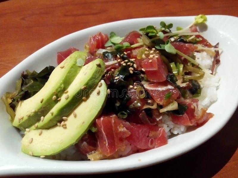 Ψάρια Ahi, λαχανικό και κύπελλο ρυζιού στοκ εικόνες