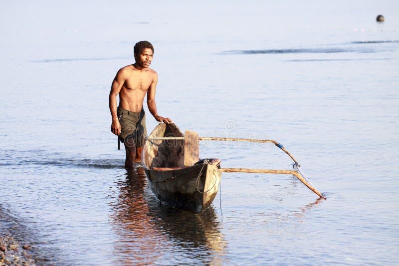 Ψαράς σε μια βάρκα στοκ εικόνα
