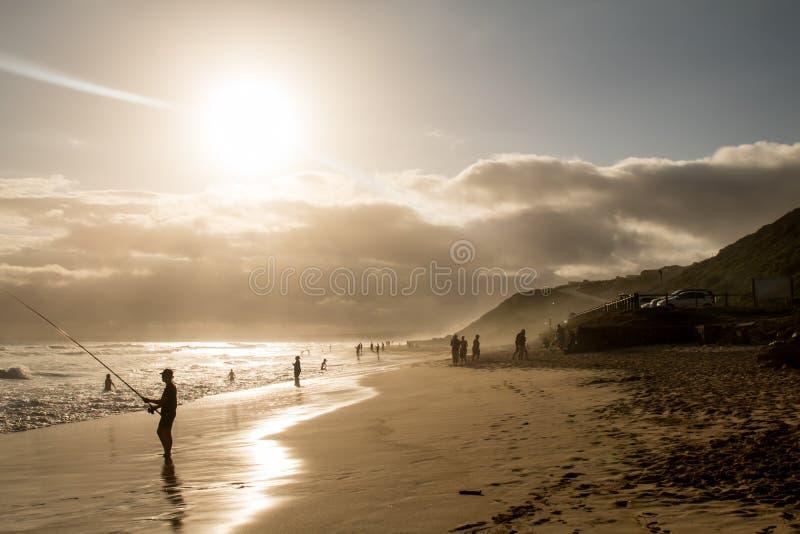 Ψαράς στην παραλία στοκ φωτογραφία με δικαίωμα ελεύθερης χρήσης