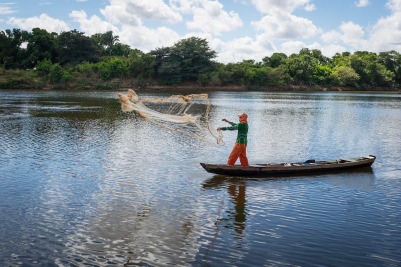 Ψαράς στον ποταμό στοκ φωτογραφίες