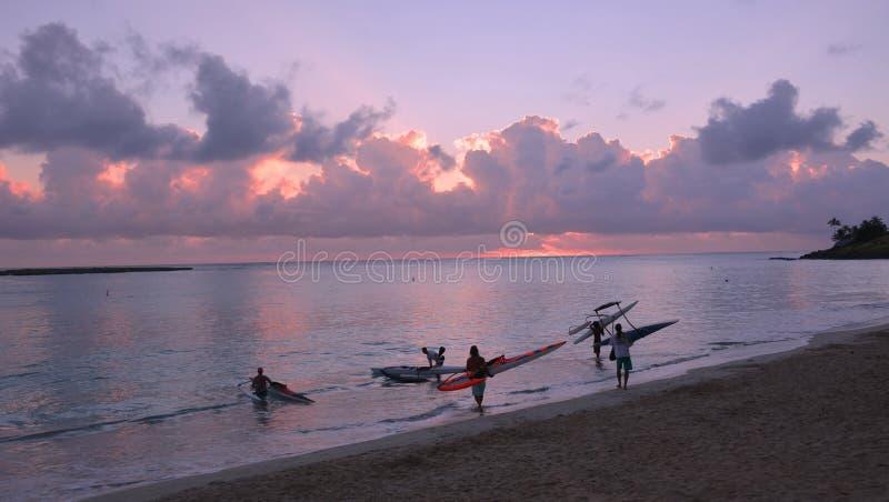 Ψαράδες που πηγαίνουν για την εργασία το πρωί στοκ εικόνες με δικαίωμα ελεύθερης χρήσης