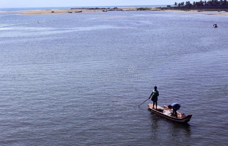 Ψαράδες σε μια βάρκα στοκ εικόνες με δικαίωμα ελεύθερης χρήσης