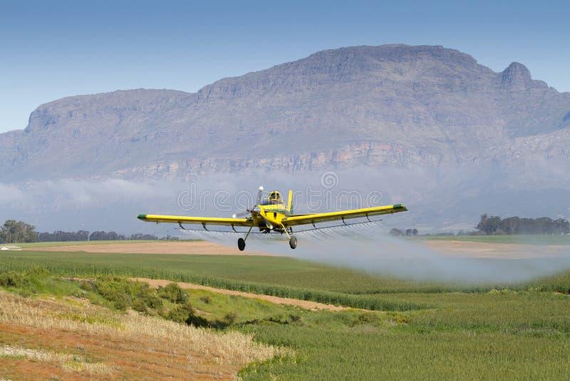 Ψεκασμός συγκομιδών με τα αεροσκάφη στοκ εικόνες με δικαίωμα ελεύθερης χρήσης