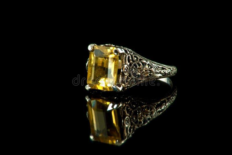 ψευδοτοπαζιακό ασήμι δαχτυλιδιών στοκ εικόνες