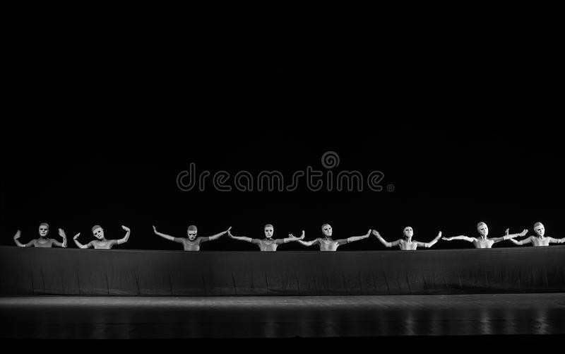 ψεύτικο πρόσωπο μεταξύ του ατόμου και του χορού ` άτομο-Huang Mingliang ` s κανένα καταφύγιο ` στοκ εικόνα με δικαίωμα ελεύθερης χρήσης