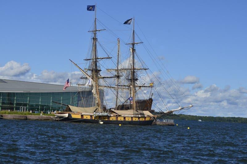 Ψηλό σκάφος στο λιμάνι στοκ εικόνα