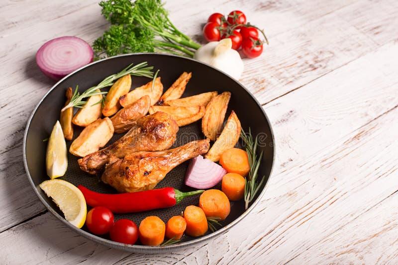 Ψημένα αντικνήμια κοτόπουλου στοκ εικόνα με δικαίωμα ελεύθερης χρήσης