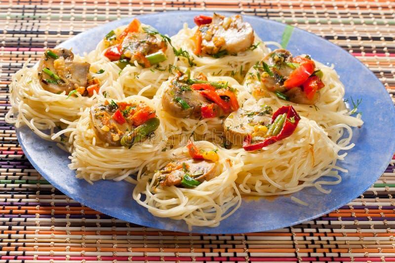 Ψημένα λαχανικά με τα ζυμαρικά στοκ φωτογραφίες