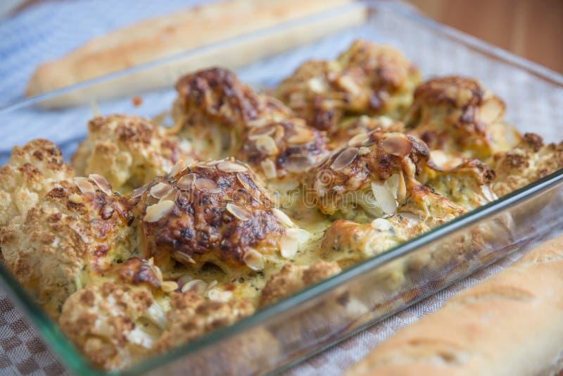 Ψημένα λαχανικά με τη σάλτσα τυριών bechamel στοκ εικόνα με δικαίωμα ελεύθερης χρήσης