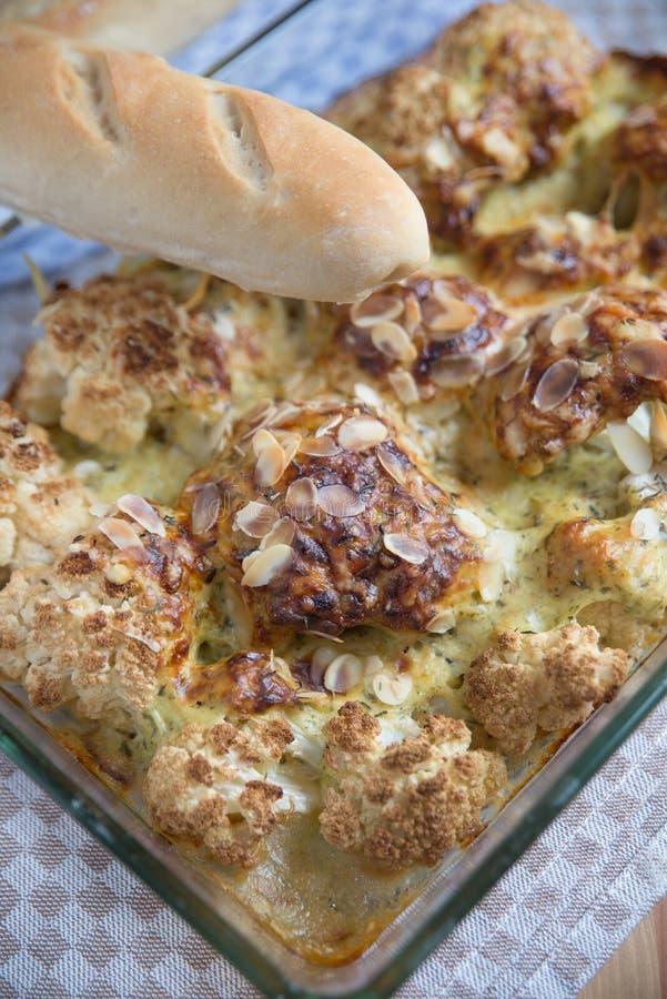 Ψημένα λαχανικά με τη σάλτσα τυριών bechamel στοκ εικόνες