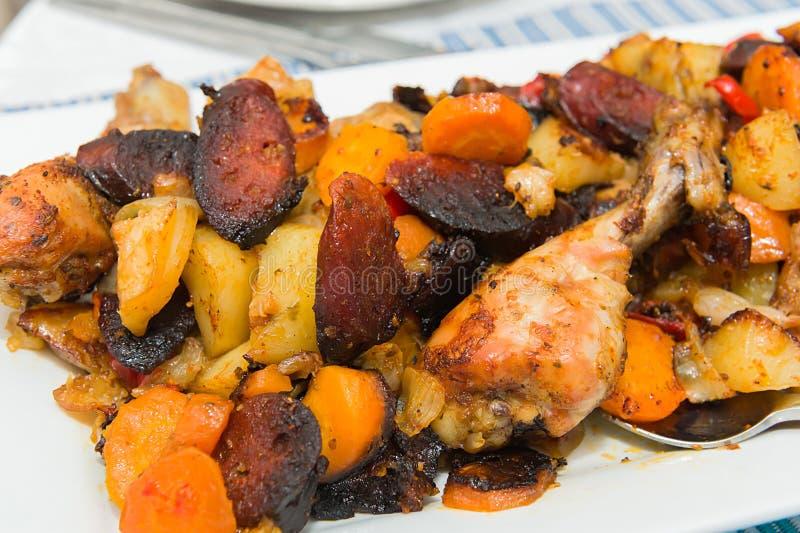 Download Ψημένα καλσόν κοτόπουλου με τα λαχανικά Στοκ Εικόνα - εικόνα από course, κοτόπουλο: 62700801