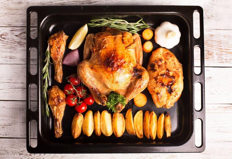 Ψημένα κοτόπουλο και αντικνήμια κοτόπουλου στοκ εικόνες