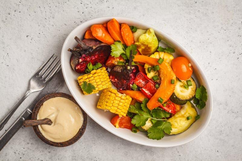 Ψημένα λαχανικά: κολοκύθα, τεύτλα, καρότα, πιπέρια, κολοκύθια και στοκ φωτογραφία με δικαίωμα ελεύθερης χρήσης