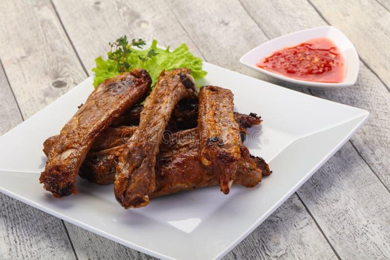 Ψημένα πλευρά χοιρινού κρέατος στοκ εικόνα