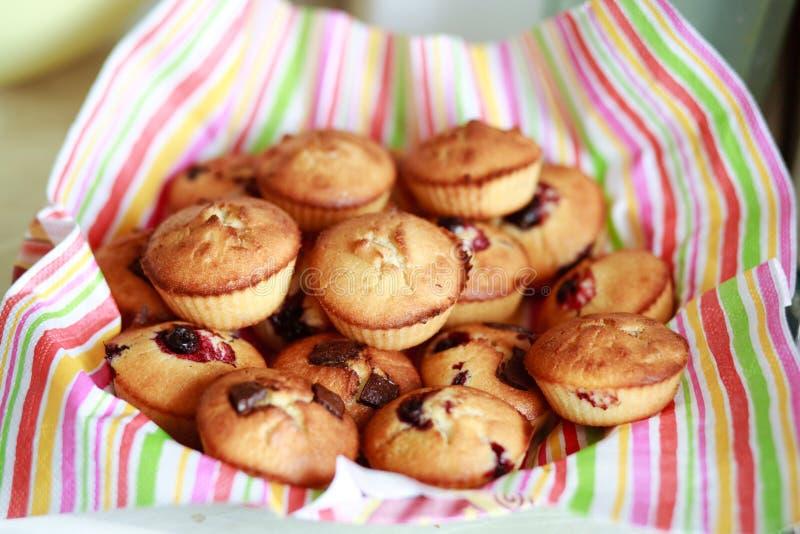 ψημένα πρόσφατα muffins στοκ εικόνες