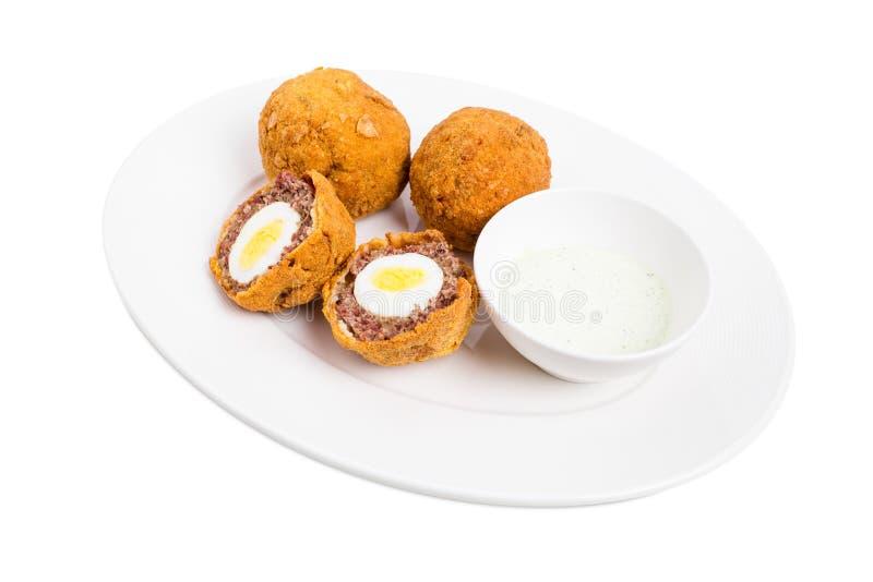 Ψημένα σκωτσέζικα αυγά με τη σάλτσα ταρτάρου στοκ εικόνες με δικαίωμα ελεύθερης χρήσης