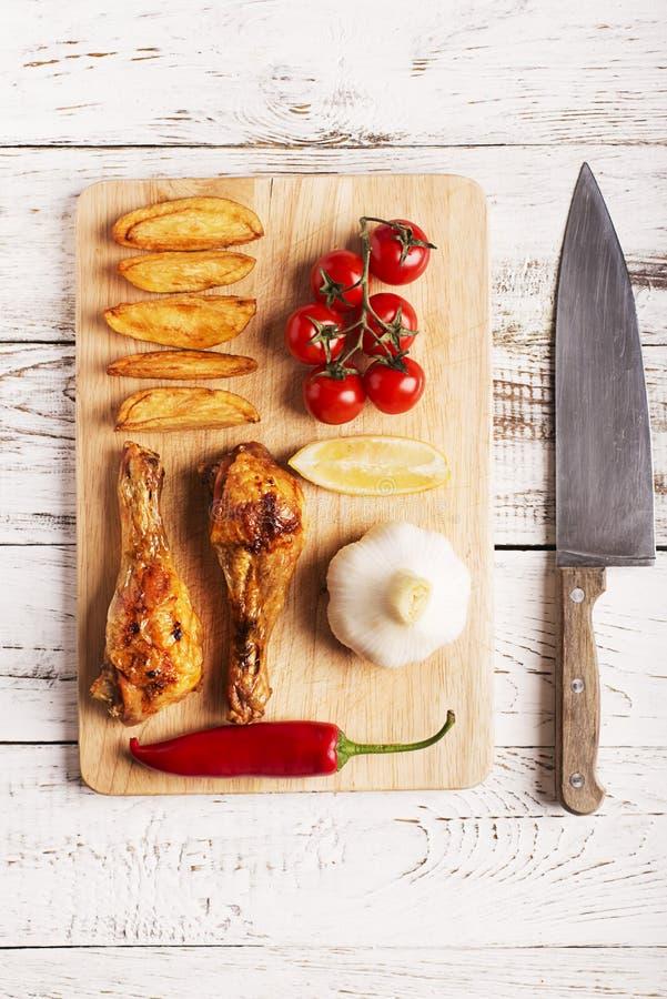 Ψημένα στη σχάρα αντικνήμια κοτόπουλου στοκ φωτογραφίες με δικαίωμα ελεύθερης χρήσης