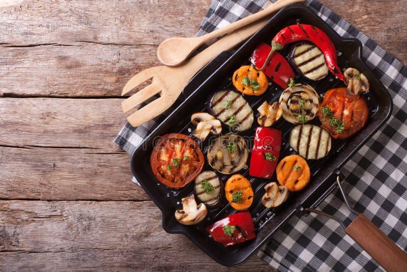 Ψημένα στη σχάρα λαχανικά σε μια παν σχάρα οριζόντια τοπ άποψη στοκ φωτογραφίες με δικαίωμα ελεύθερης χρήσης