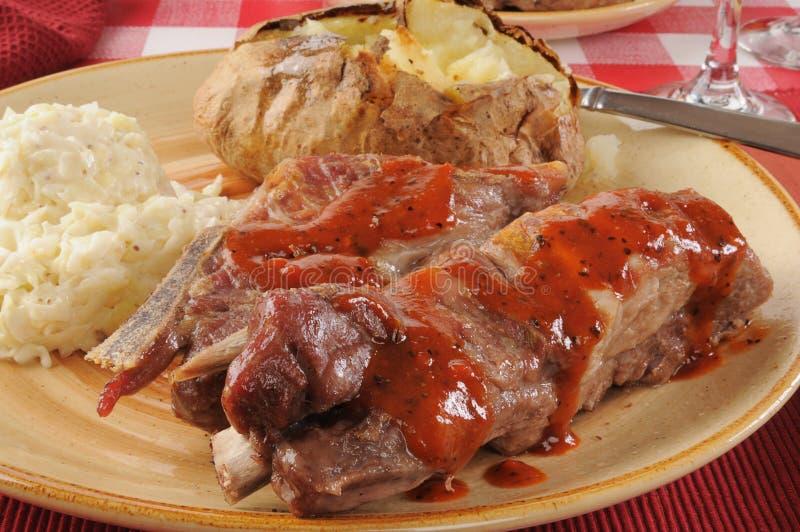 Ψημένα στη σχάρα πλευρά χοιρινού κρέατος στοκ εικόνα με δικαίωμα ελεύθερης χρήσης