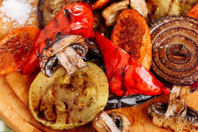 Ψημένα στη σχάρα φυτικά τηγανισμένα μίγμα υγιή τρόφιμα πατατών στοκ φωτογραφία με δικαίωμα ελεύθερης χρήσης