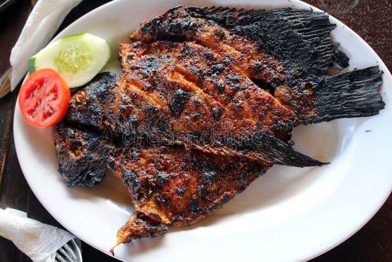 Ψημένα στη σχάρα ψάρια - ινδονησιακή εκδοχή, γνωστή τοπικά όπως στοκ φωτογραφία