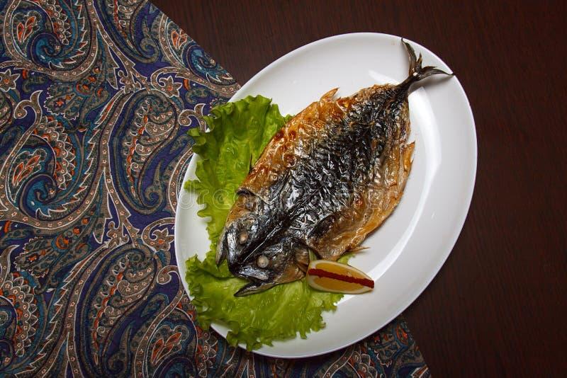 Ψημένα στη σχάρα ψάρια με το λεμόνι στοκ φωτογραφία με δικαίωμα ελεύθερης χρήσης