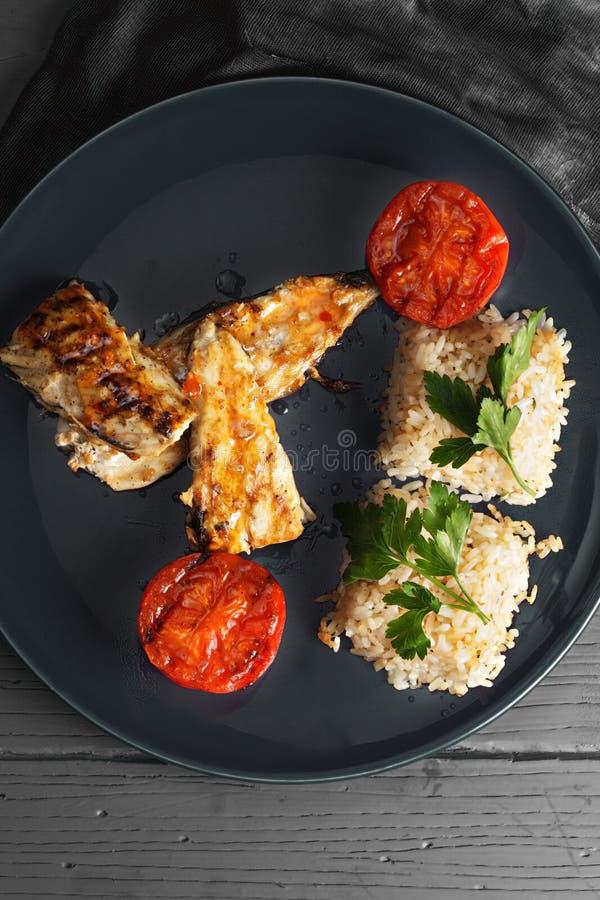 Ψημένα στη σχάρα ψάρια με το ρύζι επάνω από την άποψη στοκ εικόνα με δικαίωμα ελεύθερης χρήσης