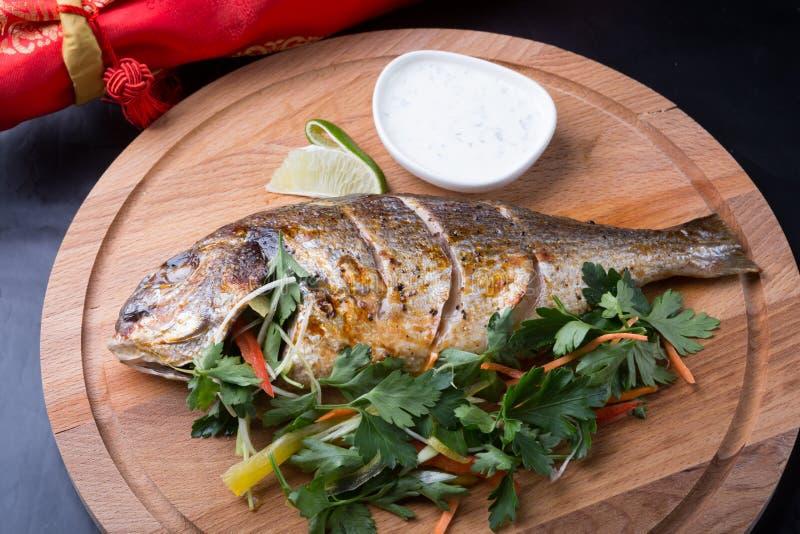Ψημένα στη σχάρα ψάρια dorada στοκ εικόνες