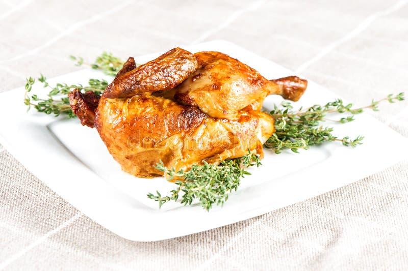 Ψημένα στη σχάρα bbq συστατικά τροφίμων χορταριών θυμαριού κοτόπουλου στοκ εικόνες